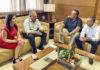 Casimiro Curbelo y Yaiza Castilla con representantes de Naviera Armas