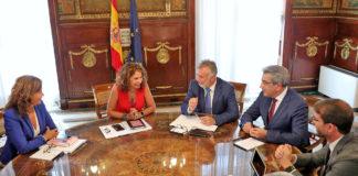 Un momento de la reunión con la ministra de Hacienda