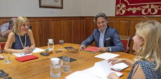 Un momento de la reunión de la Mesa del Parlamento de Canarias