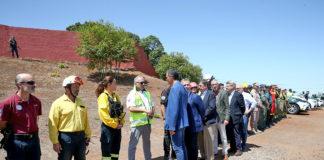 Pedro Sánchez visita las zonas afectadas por el incendio de Valleseco
