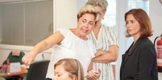 Un momento de la visita de la concejala Marta Arocha a las instalaciones del servicio telefónico