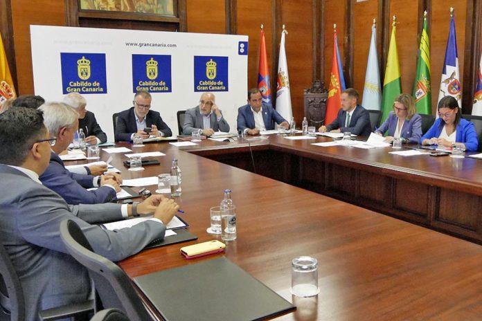 Un momento de la reunión de los integrantes de la Fecai con el Gobierno de Canarias./ Cedida