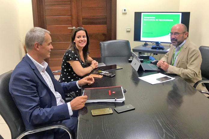 Un momento de la reunión en las dependencias de AENA