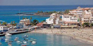 Vista parcial de la playa de Los Cristianos