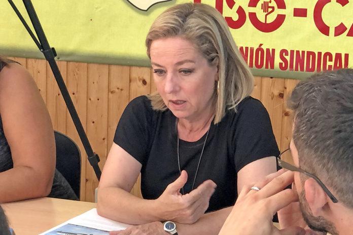 Ana Oramas en un momento de la reunión mantenida con los trabajadores. Cedida. NOTICIAS 8 ISLAS