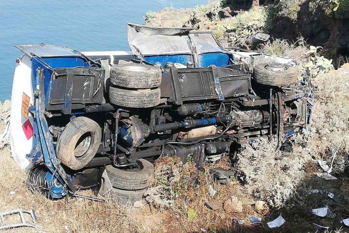 Camión siniestrado en Tacoronte. Cedida. NOTICIAS 8 ISLAS.