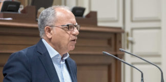 El portavoz de ASG, Casimiro Curbelo, durante su intervención en el Pleno. Cedida. NOTICIAS 8 ISLAS.