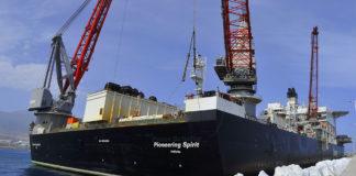 El buque Pioneering Spirit del armador Allseas atracado en el Puerto de Granadilla. Cedida. NOTICIAS 8 ISLAS