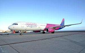 El vuelo inaugural de la ruta de Wizz Air aterrizó en el aeropuerto sureño a las 16.41 horas. Cedida. NOTICIAS 8 ISLAS.