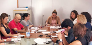 Un momento de la reunión con los representantes de los Cabildos. Cedida. NOTICIAS 8 ISLAS.