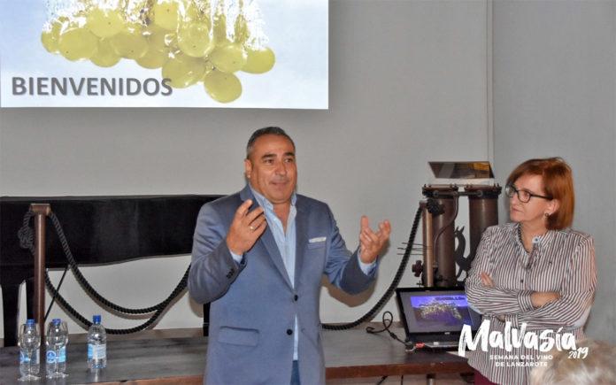 Un instante de la conferencia en Bodegas El Grifo. Cedida. NOTICIAS 8 ISLAS.