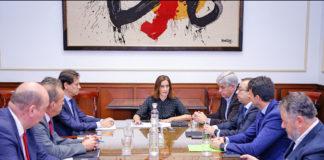Un momento de la reunión de la concejal Marta Arocha con los responsables de las entidades financieras. Cedida. NOTICIAS 8 ISLAS.