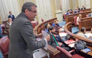 Mauricio Roque en su intervención ante el Pleno. Cedida. NOTICIAS 8 ISLAS.