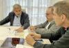 Reunión del alcalde D. José Miguel Rodríguez Fraga con los técnicos. Cedida. NOTICIAS 8 ISLAS.