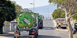 Camiones cisterna trabajando en Costanera. Cedida. NOTICIAS 8 ISLAS.