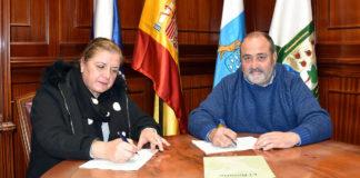 Firma del contrato de Obra Civil del aseo en Radazul. Cedida. NOTICIAS 8 ISLAS.