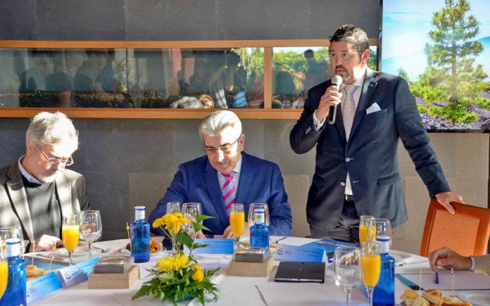 Imagen de la reciente reunión con el Vicepresidente del Gobierno Canarias. Cedida. NOTICIAS 8 ISLAS.