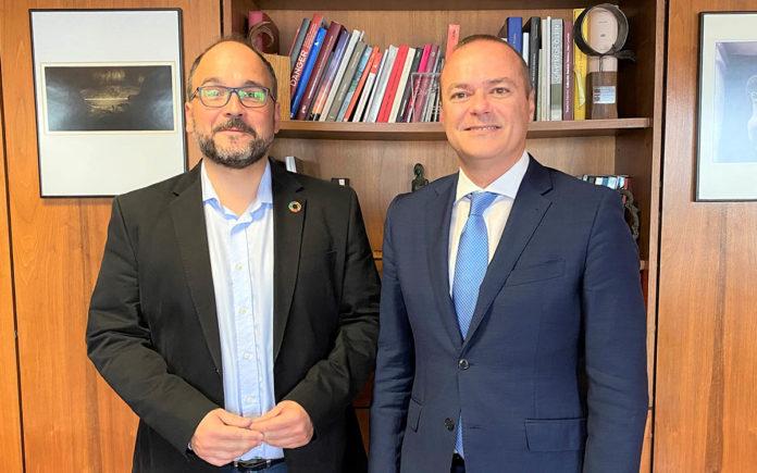 Reunión de el alcalde Hidalgo con el consejero Valbuena. Cedida. NOTICIAS 8 ISLAS.