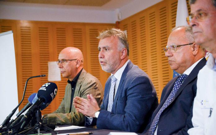Un momento de la rueda de prensa ofrecida por el presidente de Canarias. Cedida. NOTICIAS 8 ISLAS.