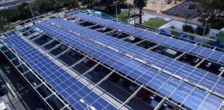 Las dos plantas fotovoltaicas instaladas en la cubierta del aparcamiento del Metropol. Cedida. NOTICIAS 8 ISLAS.