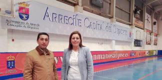 Pabellón Deportivo de Titerroy. La alcaldesa de Arrecife y el concejal de Deportes. Cedida. NOTICIAS 8 ISLAS.