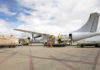 Llegada al aeropuerto de Gran Canaria de un avión con material sanitario./ Quique Curbelo, EFE.