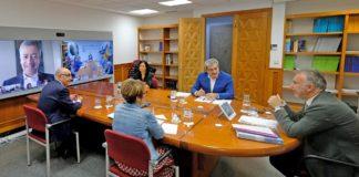 Reunión con el Comité de Gestión Económica. Cedida. NOTICIAS 8 ISLAS.