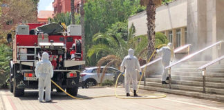 Desinfección de la Residencia El Pino, Gran Canaria, por miembros de la UME. Cedida. NOTICIAS 8 ISLAS.