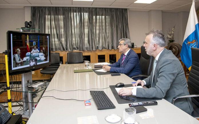 Un momento de la reunión con la ministra de Hacienda. Cedida. NOTICIAS 8 ISLAS.