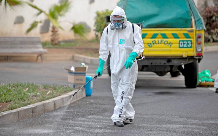 BRIFOR (Tenerife) en labores desinfección. Cedida. NOTICIAS 8 ISLAS.