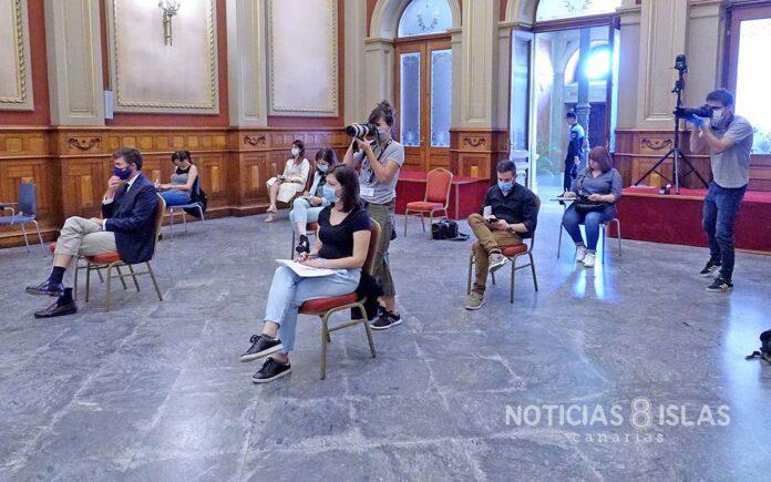 La prensa durante la Sesión de Control hoy en el Ayuntamiento de S/C. de Tenerife. Trino Garriga. NOTICIAS 8 ISLAS.