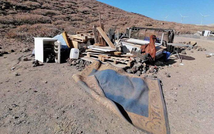 Vertido de residuos en el camping ilegal de Montaña de Abades. Cedida. NOTICIAS 8 ISLAS.