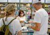 Reparto de mascarillas en comercios, isla de La Palma. Cedida. NOTICIAS 8 ISLAS.