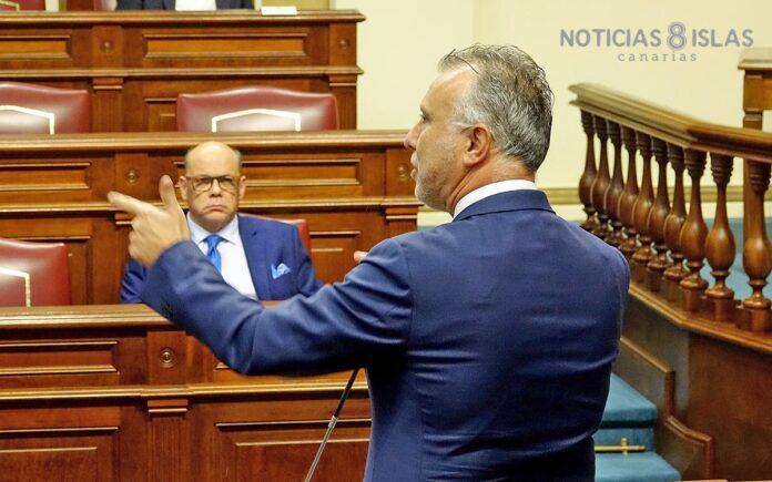 Un momento del Pleno de ayer día 9. Trino Garriga. NOTICIAS 8 ISLAS.