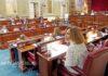 Pleno del Parlamento de Canarias. Trino Garriga. NOTICIAS 8 ISLAS.