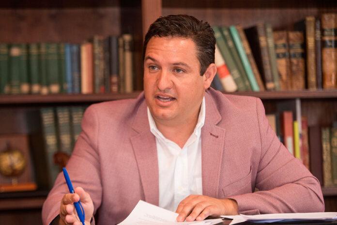 José Julián Mena, alcalde de Arona./ Facebook.