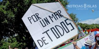 Manifestación de los trabajadores y usuarios de Ansina y del Cidemat. ©Manuel Expósito. NOTICIAS 8 ISLAS.