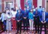 El grupo de concejales que forman la nueva mayoría en el Ayuntamiento de Santa Cruz de Tenerife./ Trino Garriga.