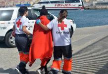 Actuación de Cruz Roja con personas migrantes./ Cedida.