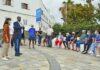 El concejal de Urbanismo, Javier Doreste y la consejera del Cabildo de Vivienda, Conchi Monzón, mantuvieron recientemente un encuentro con los vecinos./ Cedida.