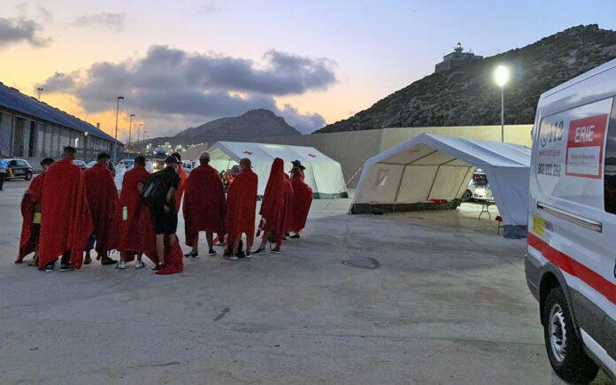 Puesto de asistencia de Cruz Roja en el puerto de Arguineguín./ Cedida.