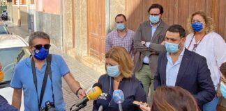 Rueda de prensa ofrecida por Pepa Luzardo frente a un inmueble ocupado en la calle Tauro, en La Isleta./ Cedida.
