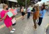 Representación de los comerciantes que se desplazó este lunes a las Oficinas Municipales. Cedida.
