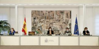 La vicepresidenta primera y ministra de la Presidencia, Relaciones con las Cortes y Memoria Democrática, Carmen Calvo, preside la reunión del Consejo de Ministros./ Pool Moncloa / José María Cuadrado.