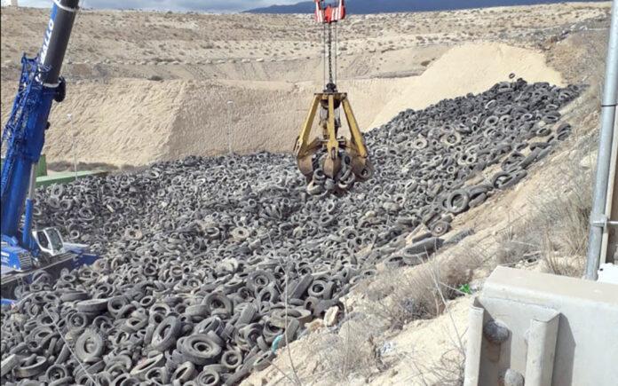 Neumáticos fuera de uso en el Complejo Ambiental de Tenerife./ Cedida.