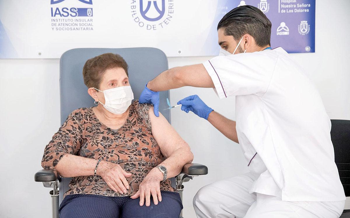 Sanidadcomienza a administrar la segunda dosis de la vacunacontra la COVID-19 en los centros sociosanitarios