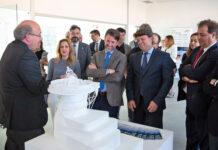 Carlos Alonso en una visita a las instalaciones de los edificios especializados IACTec y Nanotec en febrero de 2019./ Cedida.