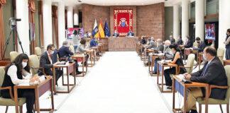 Visita de Juan González-Barba al Parlamento de Canarias./ Cedida.