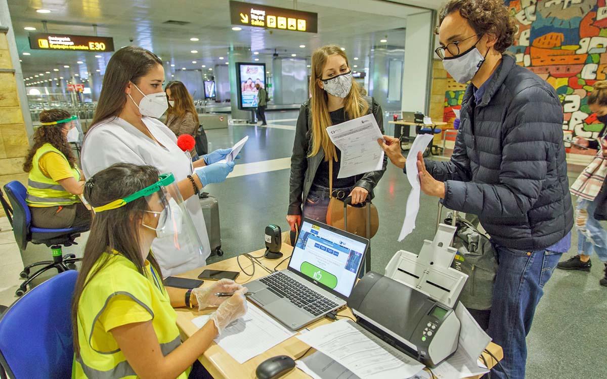 España insta a la Comisión a que acelere el certificado de vacunación para recuperar la movilidad y los viajes seguros
