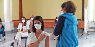 Vacunación de sanitarios en Gran Canaria./ Cedida.